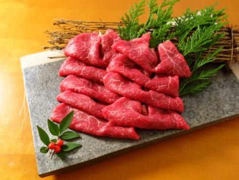 【 九旬直送便 】<br>熊本「三協畜産」あか牛モモすき焼きしゃぶしゃぶ用